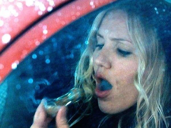 Cameron Diaz smoking a pot pipe. Celebrities smoking weed.